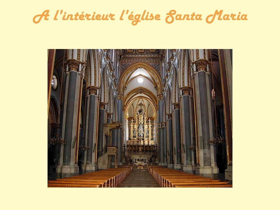 A l intérieur l église Santa Maria