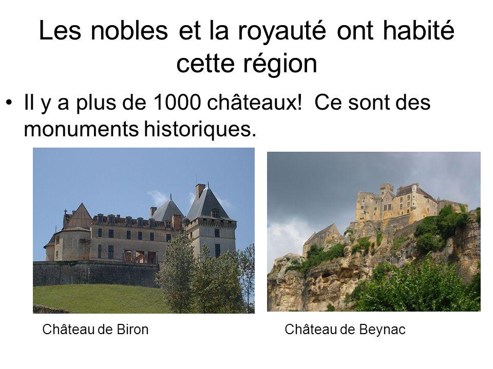 Les nobles et la royauté ont habité cette région Il y a plus de 1000 châteaux! Ce sont des monuments historiques. Château de BironChâteau de Beynac