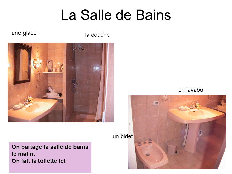 La Salle de Bains la douche un lavabo un bidet une glace On partage la salle de bains le matin. On fait la toilette ici.