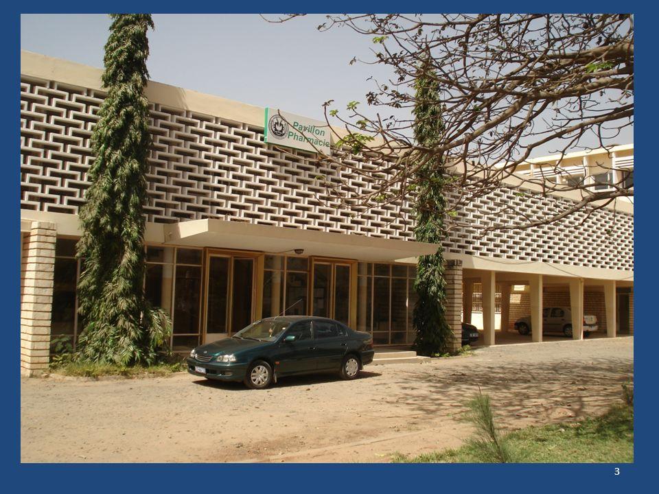PRESENTATION LABORATOIRE DE PHARMACOLOGIE PERSONNEL : Chef de service : Pr Babacar FAYE Deux enseignants de rang A : Pr Amadou M.