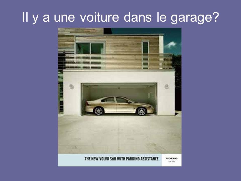Il y a une voiture dans le garage?