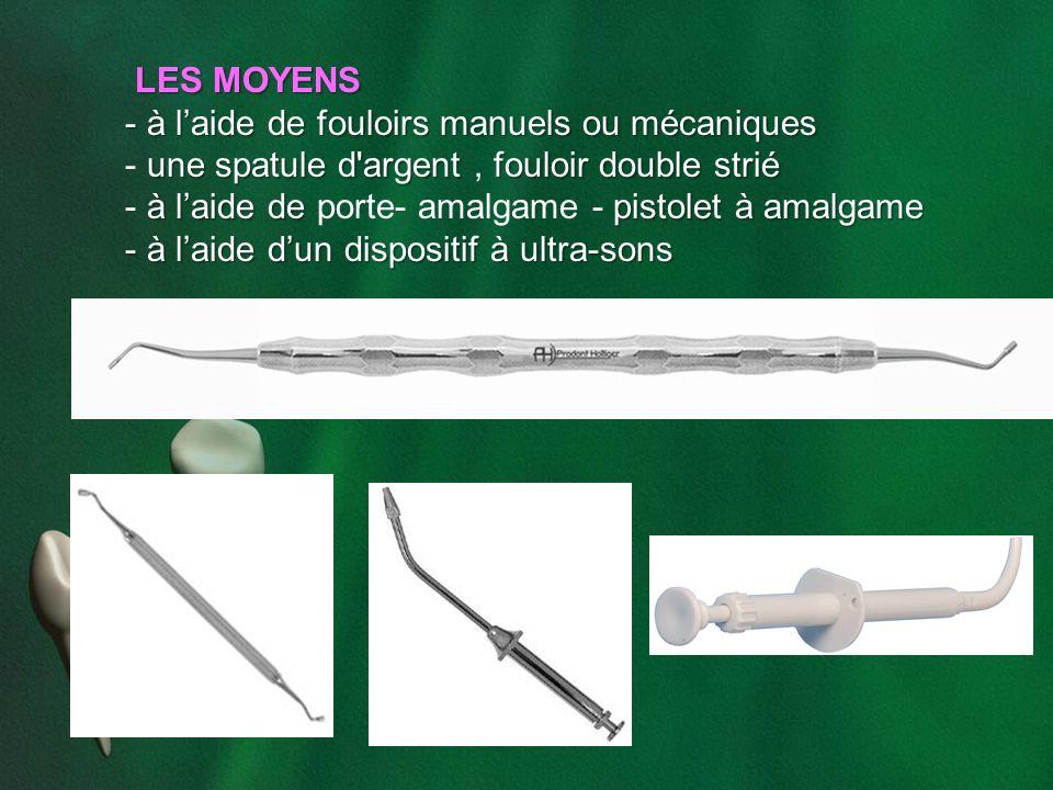 LES MOYENS LES MOYENS - à laide de fouloirs manuels ou mécaniques une spatule d'argentfouloir double strié - une spatule d'argent, fouloir double stri