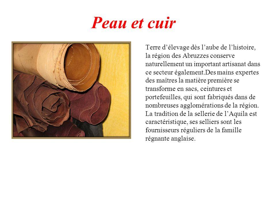 Peau et cuir Terre délevage dès laube de lhistoire, la région des Abruzzes conserve naturellement un important artisanat dans ce secteur également.Des