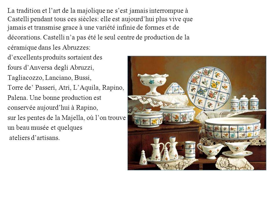La tradition et lart de la majolique ne sest jamais interrompue à Castelli pendant tous ces siècles: elle est aujourdhui plus vive que jamais et trans