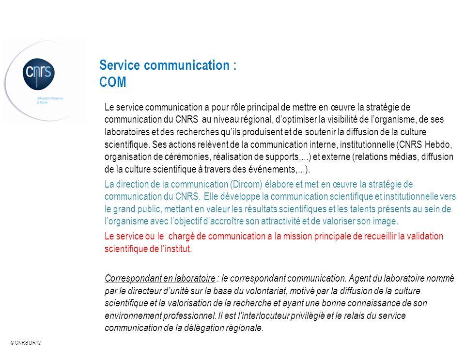© CNRS DR12 Service communication : COM Le service communication a pour rôle principal de mettre en œuvre la stratégie de communication du CNRS au niv
