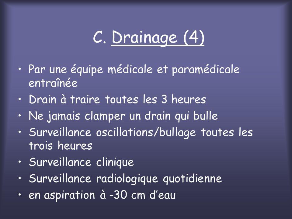 C. Drainage (4) Par une équipe médicale et paramédicale entraînée Drain à traire toutes les 3 heures Ne jamais clamper un drain qui bulle Surveillance