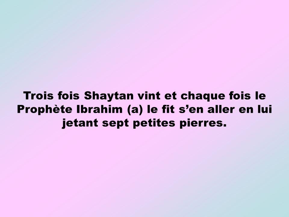 Trois fois Shaytan vint et chaque fois le Prophète Ibrahim (a) le fit sen aller en lui jetant sept petites pierres.
