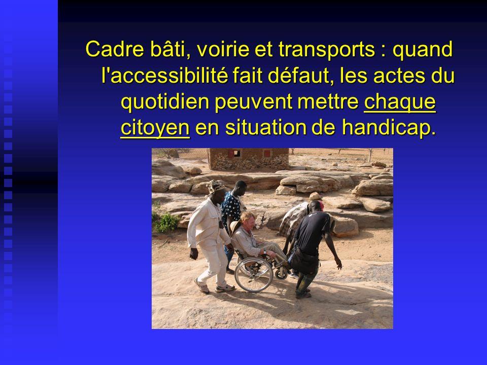 Cadre bâti, voirie et transports : quand l'accessibilité fait défaut, les actes du quotidien peuvent mettre chaque citoyen en situation de handicap.
