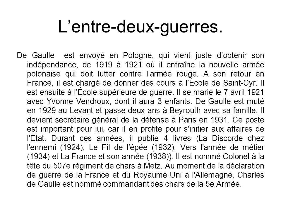 Lentre-deux-guerres. De Gaulle est envoyé en Pologne, qui vient juste dobtenir son indépendance, de 1919 à 1921 où il entraîne la nouvelle armée polon