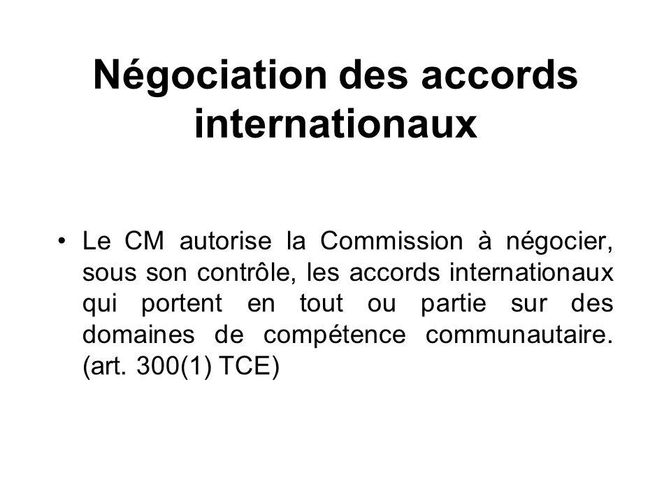 Négociation des accords internationaux Le CM autorise la Commission à négocier, sous son contrôle, les accords internationaux qui portent en tout ou p