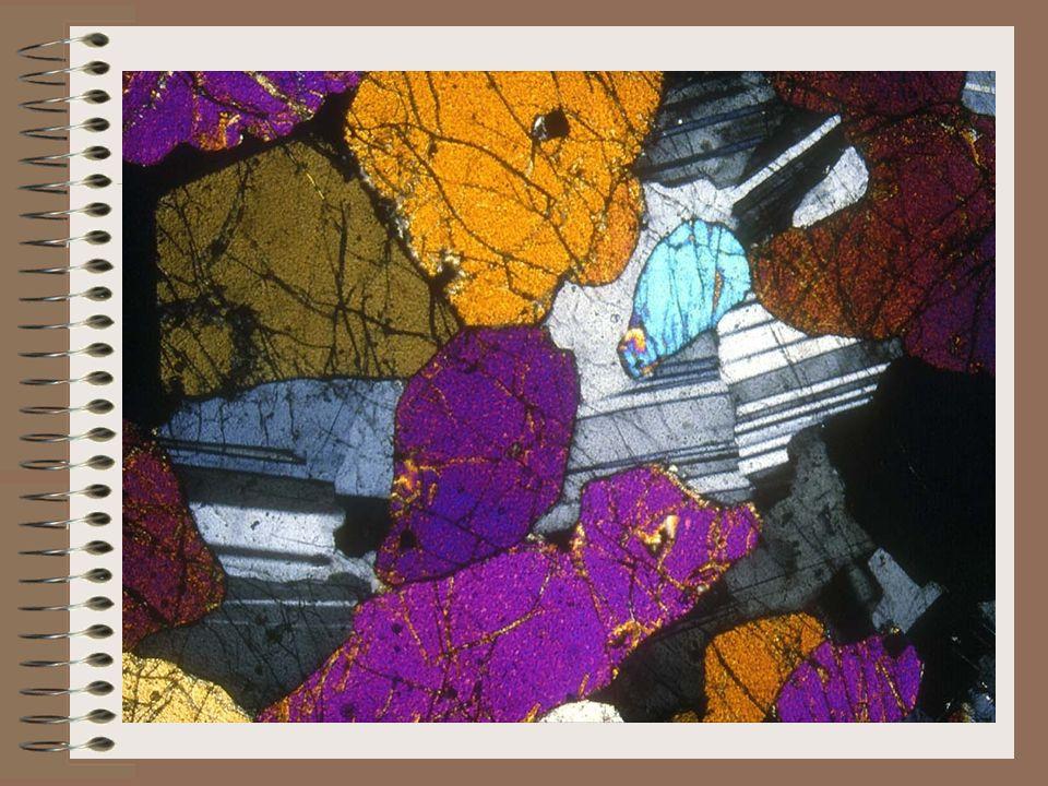 Cest une roche magmatique à texture grenue ce qui implique un refroidissement lent en profondeur du magma qui lui a donné naissance.