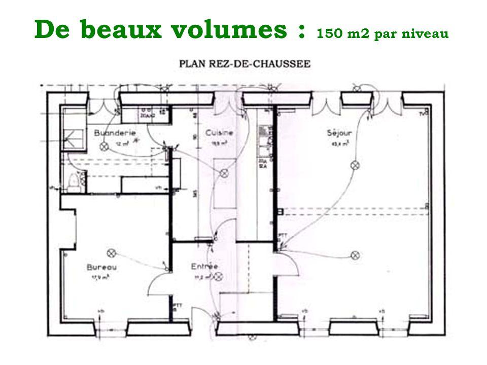 De beaux volumes : 150 m2 par niveau
