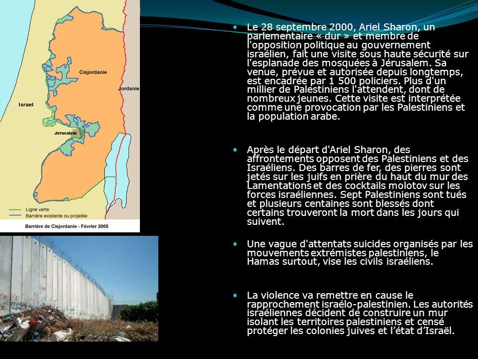 La seconde Intifada Le 28 septembre 2000, Ariel Sharon, un parlementaire « dur » et membre de l'opposition politique au gouvernement israélien, fait u