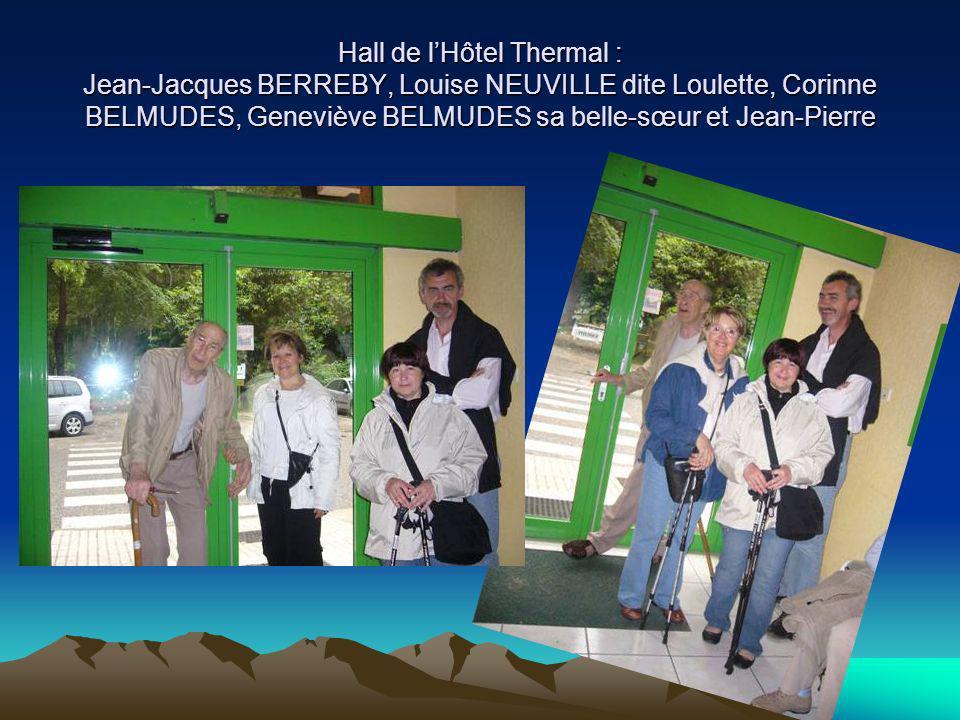 Hall de lHôtel Thermal : Jean-Jacques BERREBY, Louise NEUVILLE dite Loulette, Corinne BELMUDES, Geneviève BELMUDES sa belle-sœur et Jean-Pierre