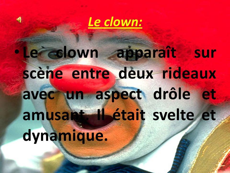 Le clown: Le clown apparaît sur scène entre deux rideaux avec un aspect drôle et amusant.