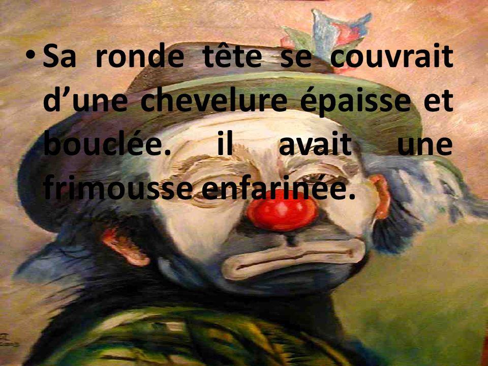 Le clown: Le clown apparaît sur scène entre deux rideaux avec un aspect drôle et amusant. Il était svelte et dynamique.