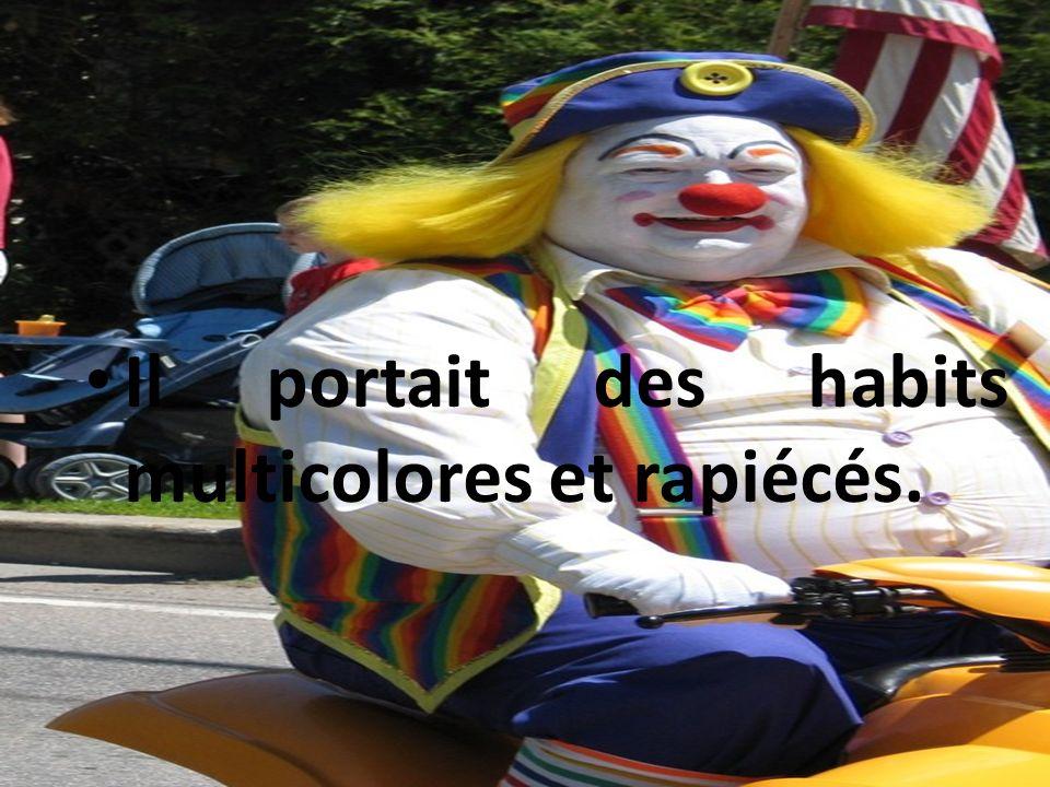 Il portait des habits multicolores et rapiécés.