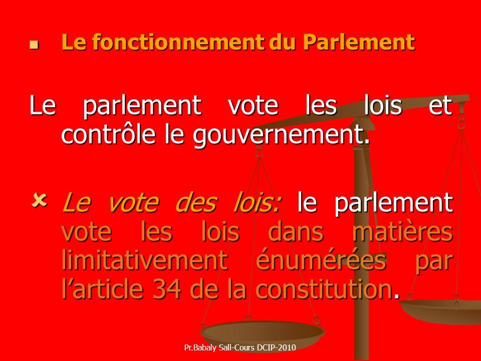 Le fonctionnement du Parlement Le fonctionnement du Parlement Le parlement vote les lois et contrôle le gouvernement. Le vote des lois: le parlement v