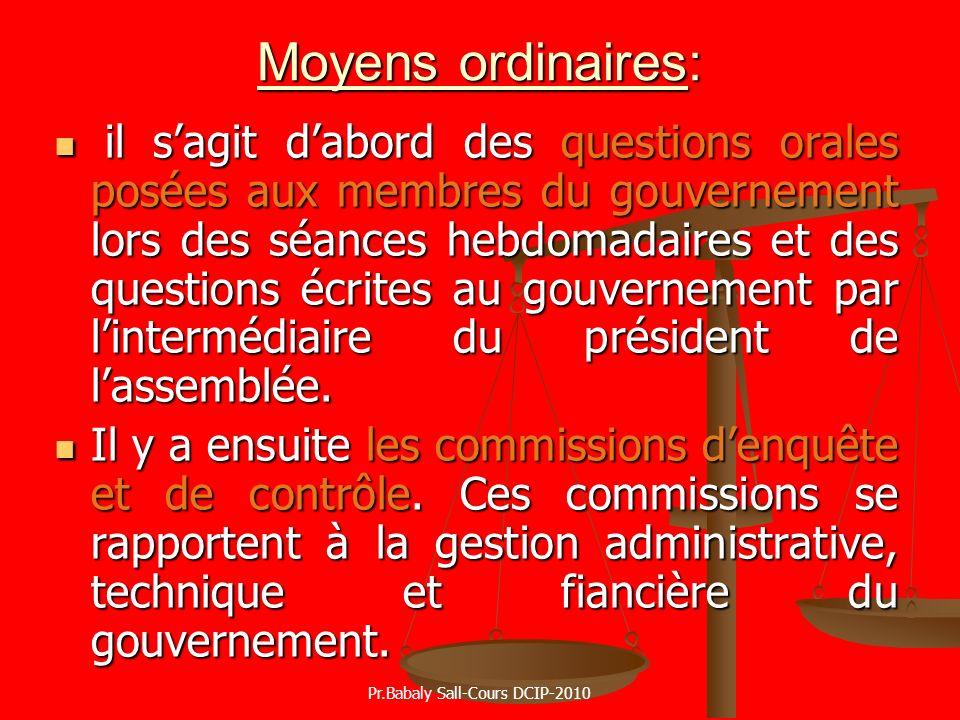 Moyens ordinaires: il sagit dabord des questions orales posées aux membres du gouvernement lors des séances hebdomadaires et des questions écrites au