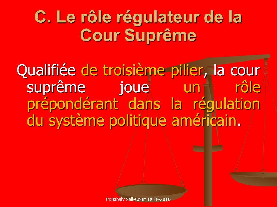 C. Le rôle régulateur de la Cour Suprême Qualifiée de troisième pilier, la cour suprême joue un rôle prépondérant dans la régulation du système politi