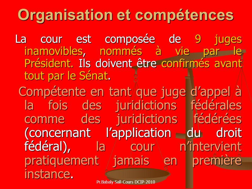 Organisation et compétences La cour est composée de 9 juges inamovibles, nommés à vie par le Président. Ils doivent être confirmés avant tout par le S