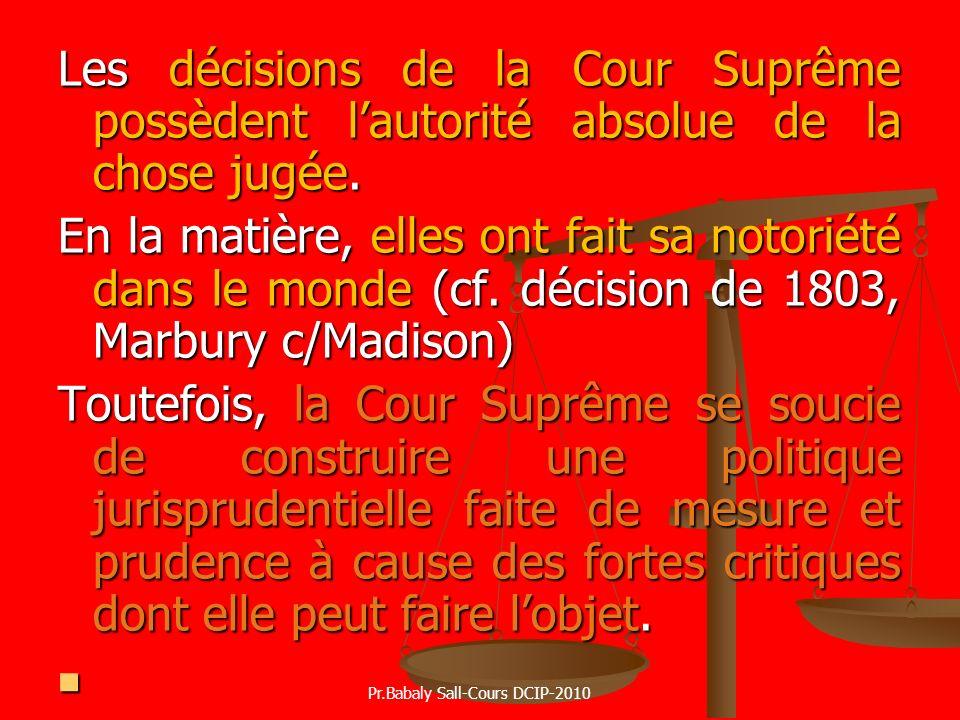 Les décisions de la Cour Suprême possèdent lautorité absolue de la chose jugée. En la matière, elles ont fait sa notoriété dans le monde (cf. décision