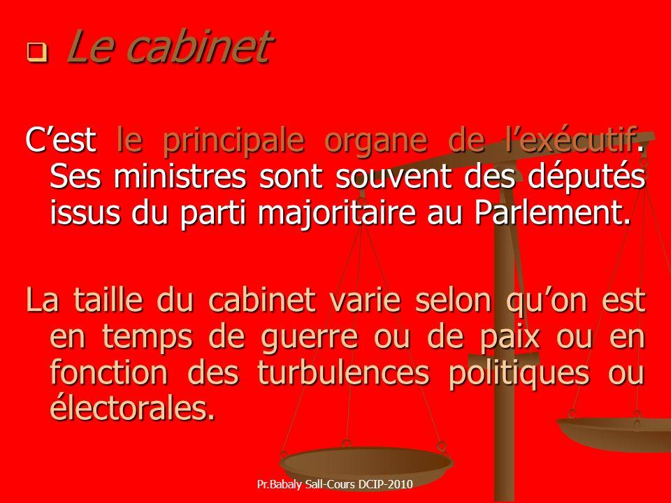 Le cabinet Le cabinet Cest le principale organe de lexécutif. Ses ministres sont souvent des députés issus du parti majoritaire au Parlement. La taill
