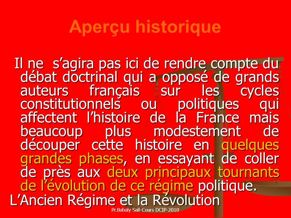 Aperçu historique Il ne sagira pas ici de rendre compte du débat doctrinal qui a opposé de grands auteurs français sur les cycles constitutionnels ou