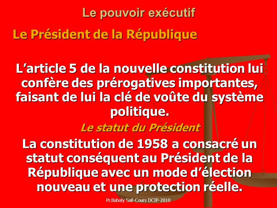 Le pouvoir exécutif Le Président de la République Larticle 5 de la nouvelle constitution lui confère des prérogatives importantes, faisant de lui la c