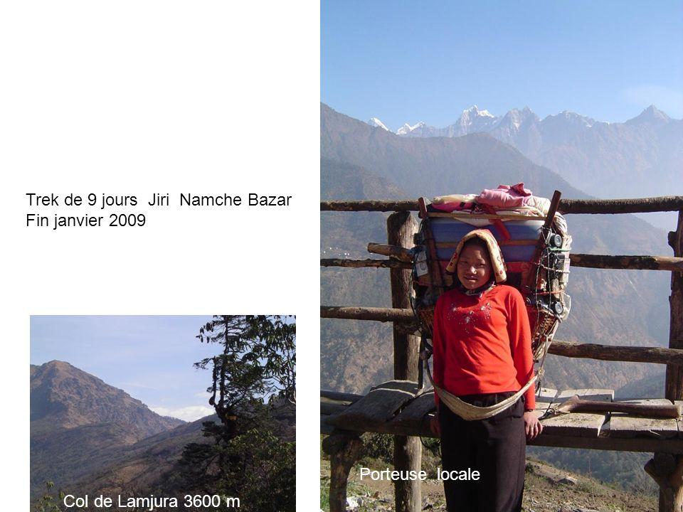 Trek de 9 jours Jiri Namche Bazar Fin janvier 2009 Porteuse locale Col de Lamjura 3600 m