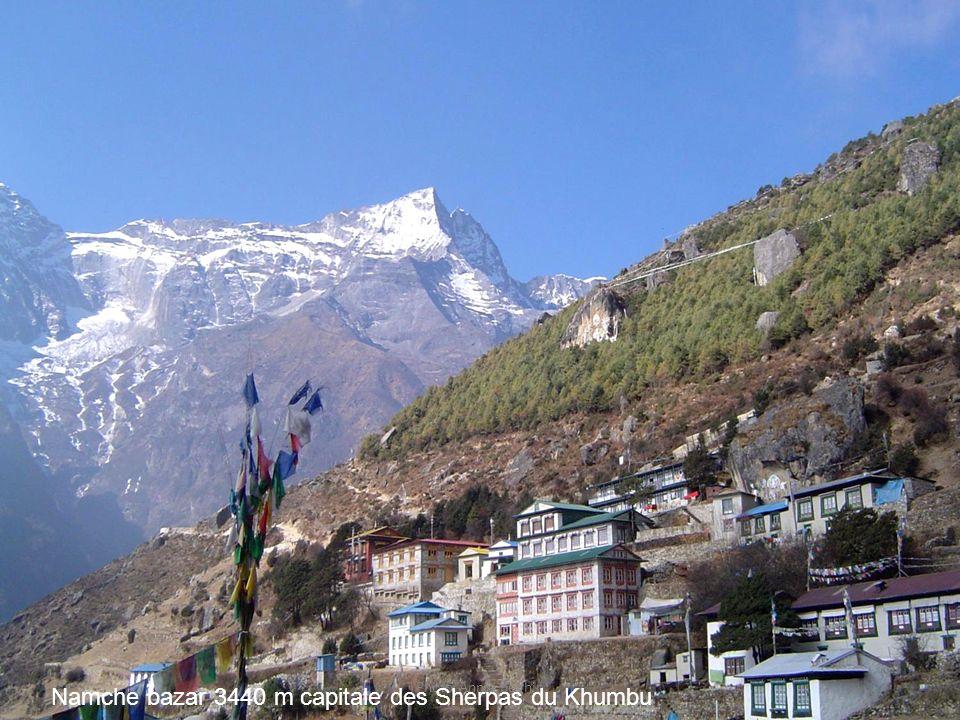 Photo Annie béghin Namche bazar 3440 m capitale des Sherpas du Khumbu