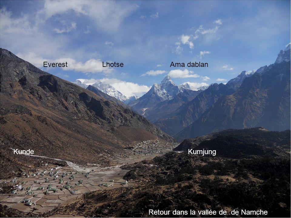 Photo Annie béghin OM MA NE PAD ME OM « le joyau dans la fleur de lotus » Everest Lhotse Ama dablan Kunde Kumjung Retour dans la vallée de de Namche