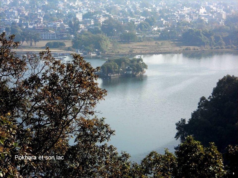 Photo Annie béghin Pokhara et son lac