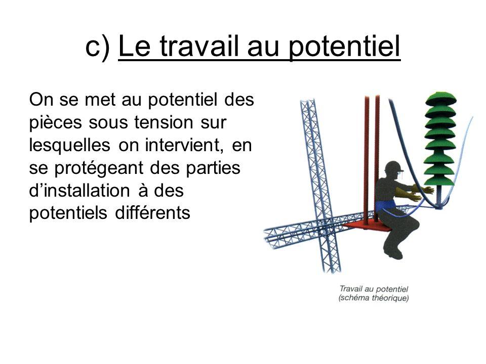 c) Le travail au potentiel On se met au potentiel des pièces sous tension sur lesquelles on intervient, en se protégeant des parties dinstallation à d