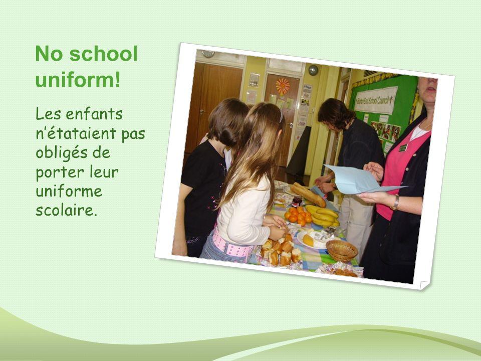 No school uniform! Les enfants nétataient pas obligés de porter leur uniforme scolaire.