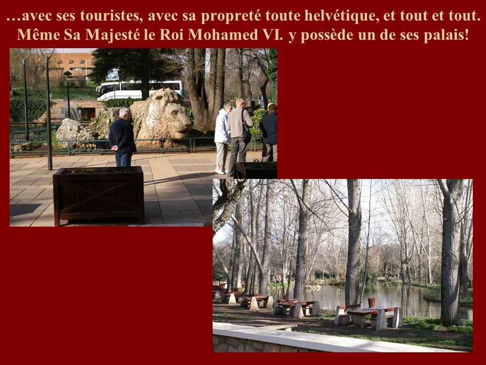 …avec ses touristes, avec sa propreté toute helvétique, et tout et tout. Même Sa Majesté le Roi Mohamed VI. y possède un de ses palais!