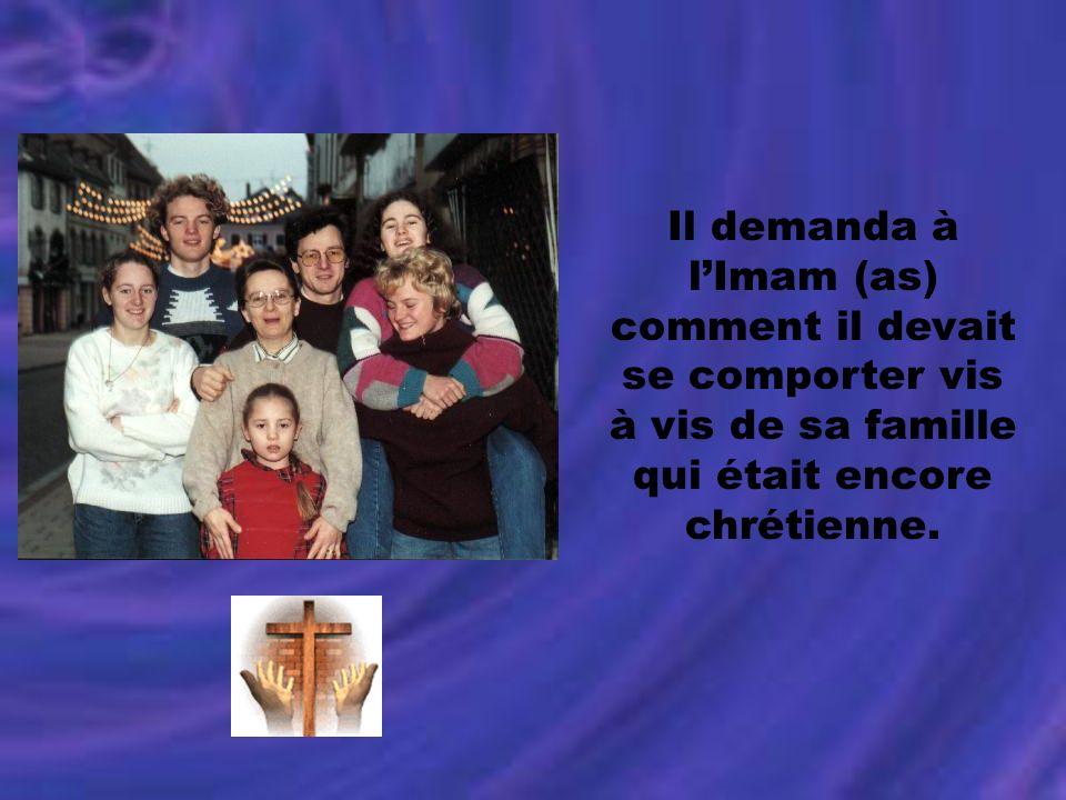 Il demanda à lImam (as) comment il devait se comporter vis à vis de sa famille qui était encore chrétienne.