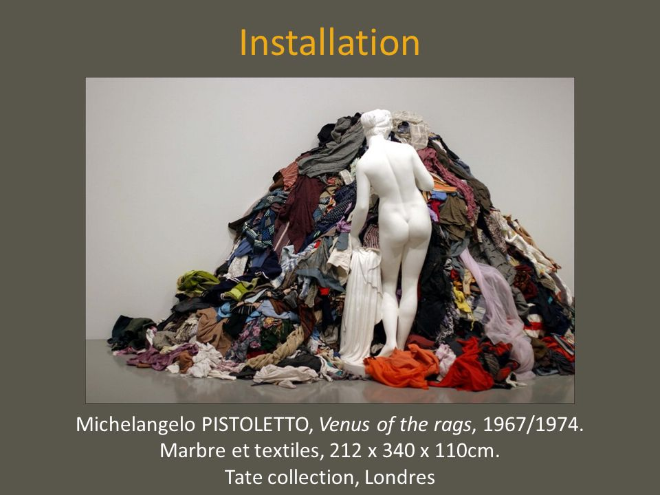 Installation Michelangelo PISTOLETTO, Venus of the rags, 1967/1974. Marbre et textiles, 212 x 340 x 110cm. Tate collection, Londres