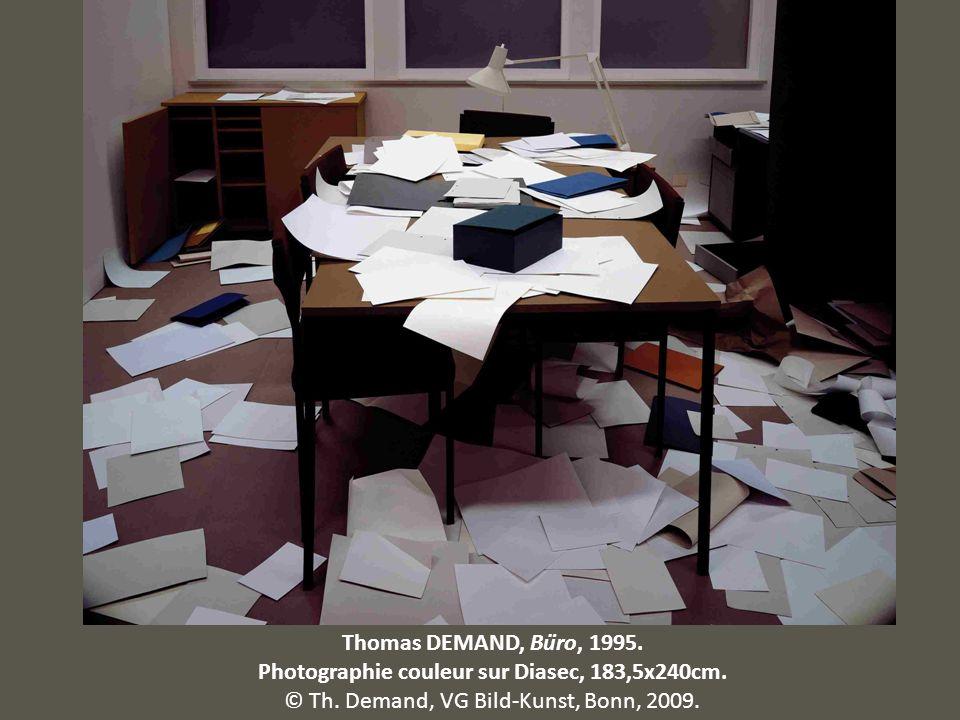 Thomas DEMAND, Büro, 1995. Photographie couleur sur Diasec, 183,5x240cm. © Th. Demand, VG Bild-Kunst, Bonn, 2009.