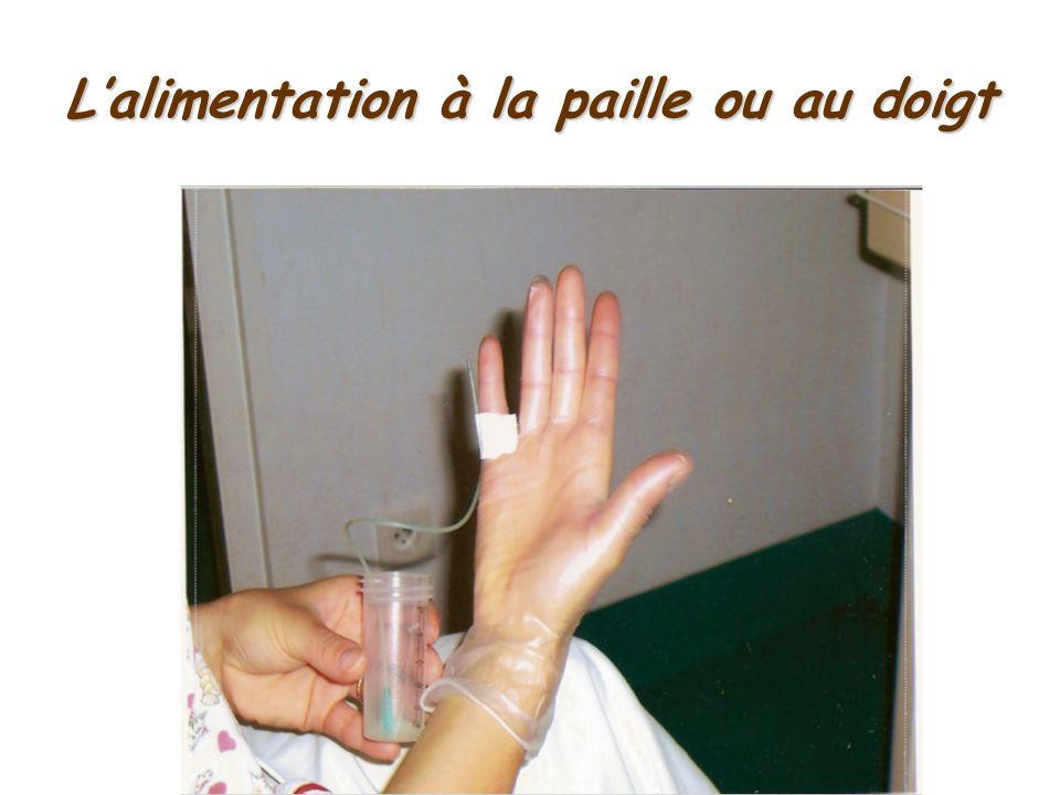 Lalimentation à la paille ou au doigt
