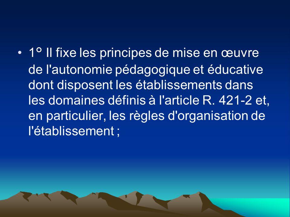 1° Il fixe les principes de mise en œuvre de l'autonomie pédagogique et éducative dont disposent les établissements dans les domaines définis à l'arti