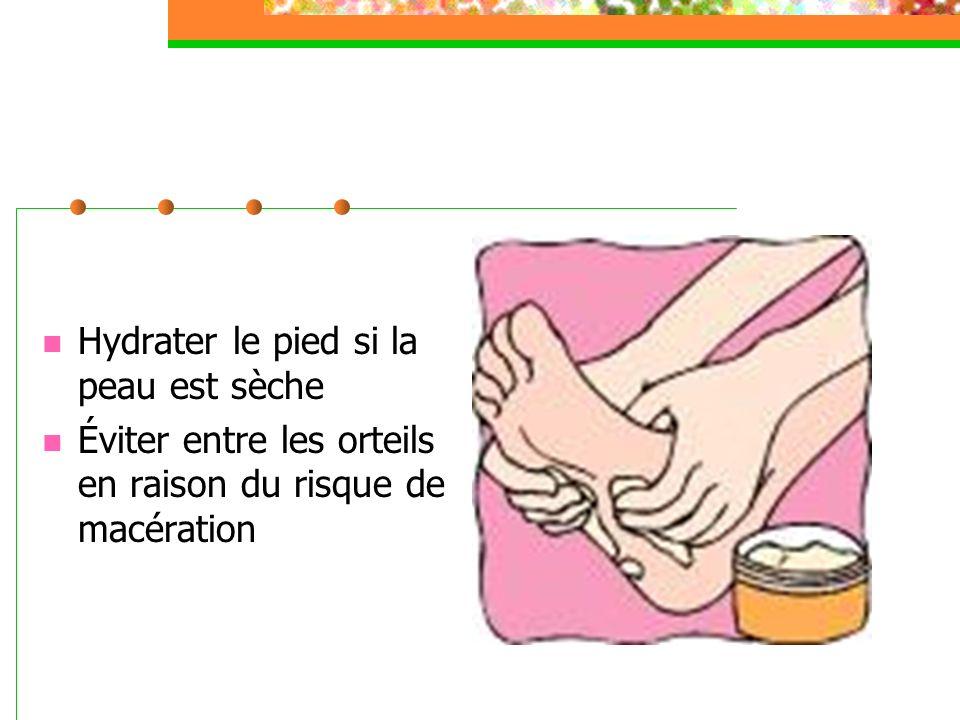 Hydrater le pied si la peau est sèche Éviter entre les orteils en raison du risque de macération
