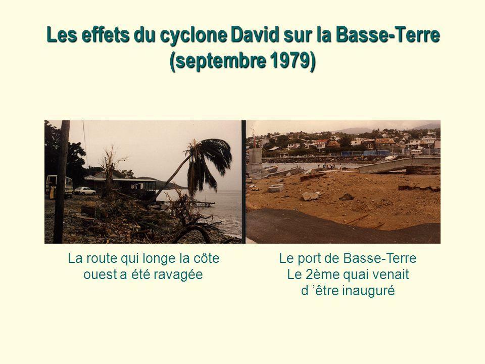 Les effets du cyclone David sur la Basse-Terre (septembre 1979) La route qui longe la côte ouest a été ravagée Le port de Basse-Terre Le 2ème quai ven