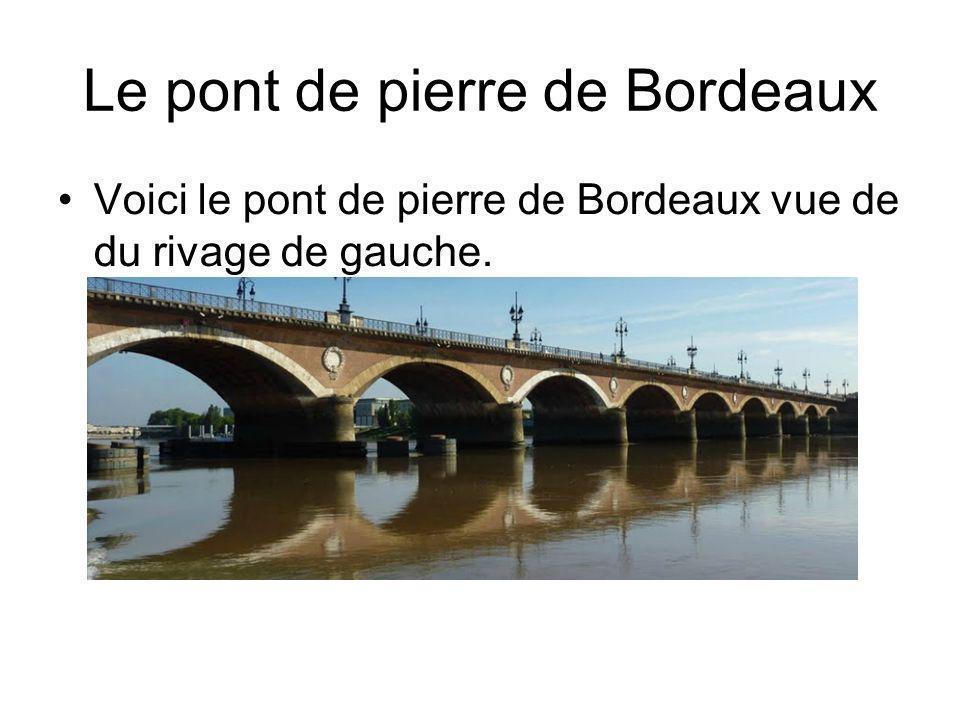 Le pont de pierre de Bordeaux Voici le pont de pierre de Bordeaux vue de du rivage de gauche.