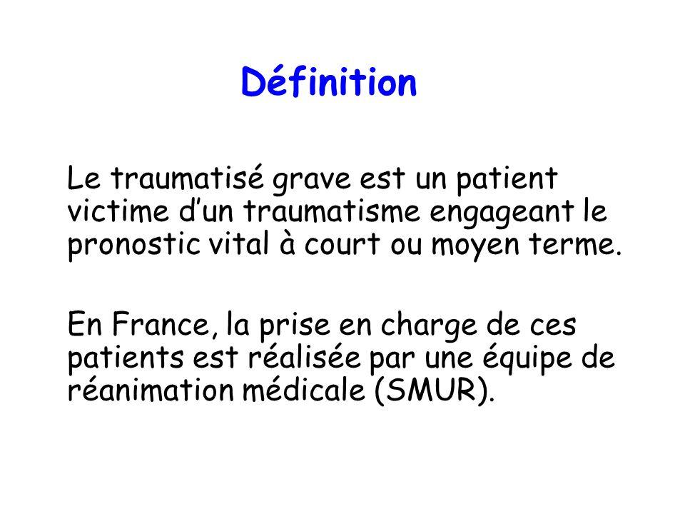 Définition Le traumatisé grave est un patient victime dun traumatisme engageant le pronostic vital à court ou moyen terme. En France, la prise en char