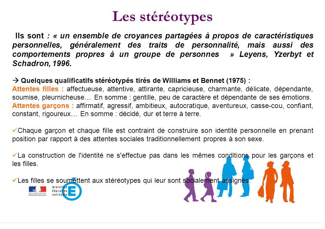 Les stéréotypes Ils sont : « un ensemble de croyances partagées à propos de caractéristiques personnelles, généralement des traits de personnalité, ma