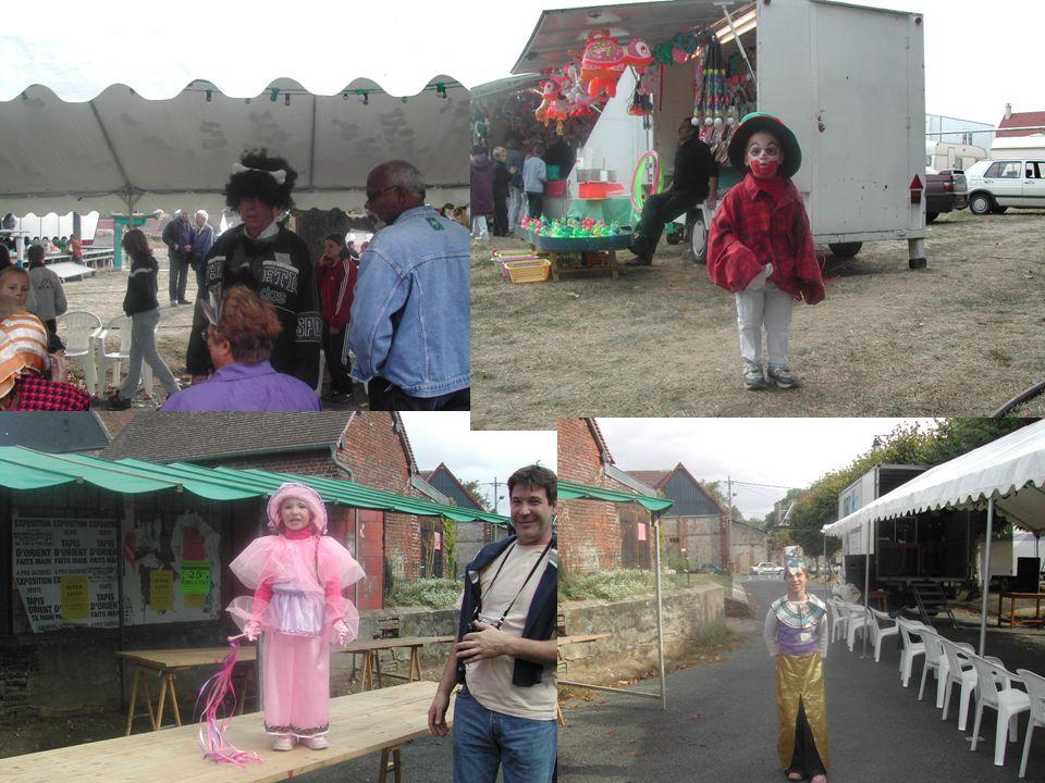 18 Organisation dun concours de déguisement le dimanche après –midi. Petits et grands étaient déguisés. Le premier lot était un téléviseur de voiture.
