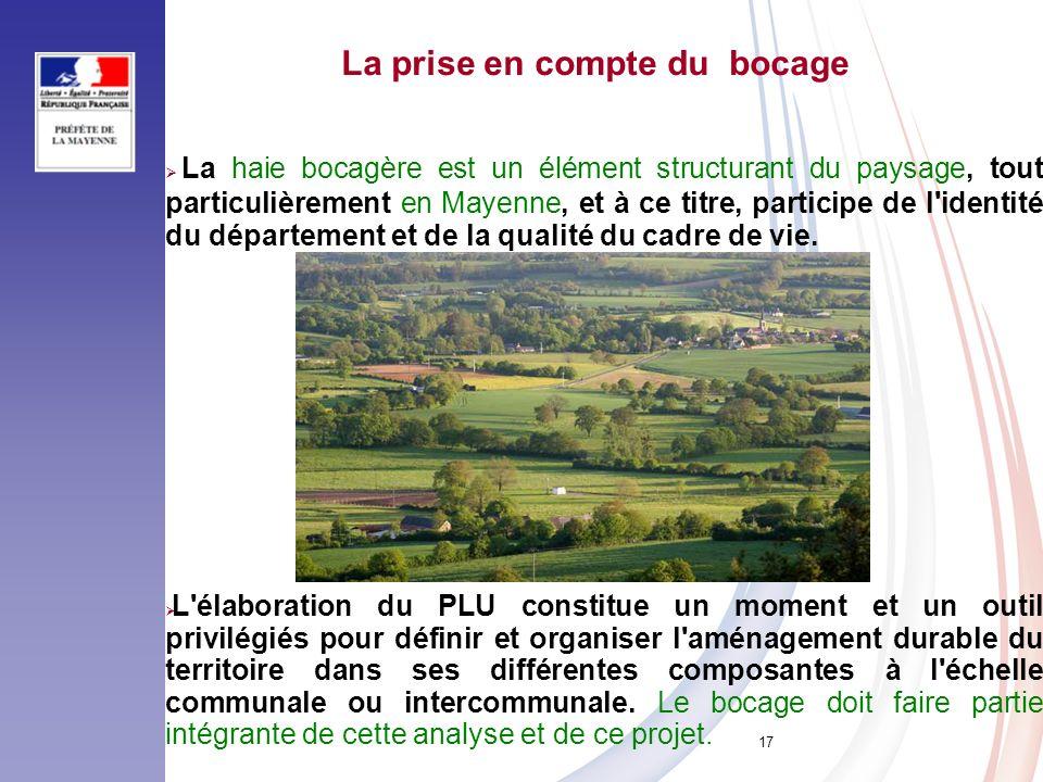 17 La haie bocagère est un élément structurant du paysage, tout particulièrement en Mayenne, et à ce titre, participe de l'identité du département et