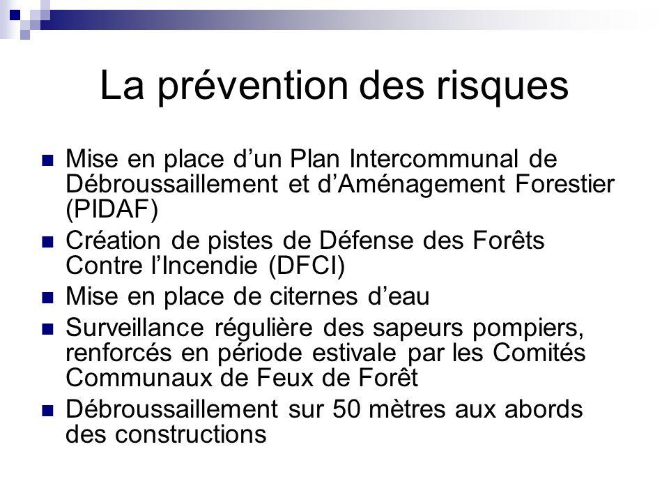 La prévention des risques Mise en place dun Plan Intercommunal de Débroussaillement et dAménagement Forestier (PIDAF) Création de pistes de Défense de
