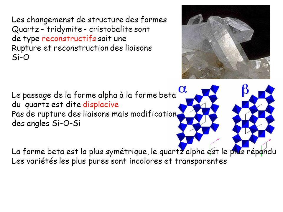 II) Domaines de stabilité en pression La coesite est une forme de haute pression stable dans les Conditions de la base de la croûte (>20Kbars) La stishovite est stable dans les conditions du manteau (>75kbars) Minéral dans lequel Si est trouvé en coordinence 6 III) Environnements de basse température ou sur le fond des océans La silice est trouvée sous la forme amorphe ou sous une forme Partiellement cristallisée (opale, calcédoine)